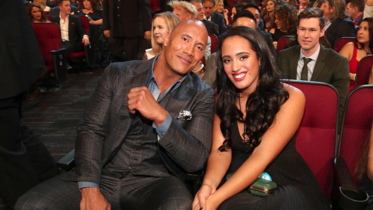 The Rock fala sobre sua filha assinar com a WWE