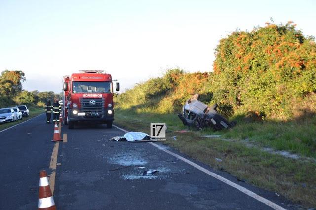 Mãe e filha morrem após serem arremessadas de carro durante acidente, em Paraguaçu