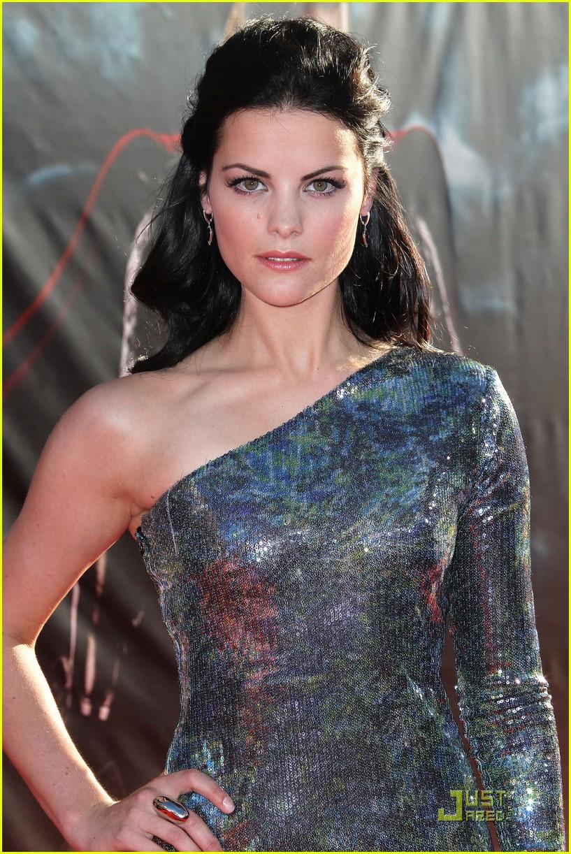 Selena Gomez Iphone 6 Wallpaper Celebrity World Image Jaimie Alexander In Thor Premiere Pics