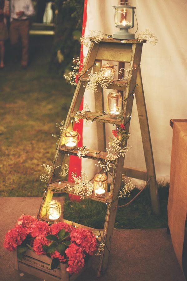 decoração escada com luzes casamento vintage