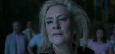 """MIrtes (Elizabeth Savala) em cena da novela das nove da Globo; beata vai virar uma """"bruxa do bem"""""""