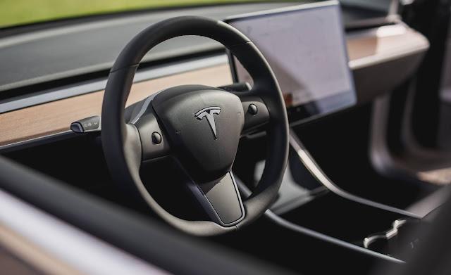 Tesla Model 3 - interior - painel