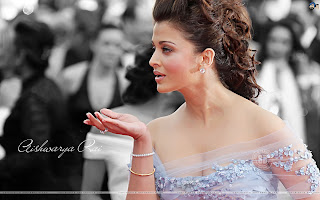 Aish Sending Flying Kisses To Her Fans