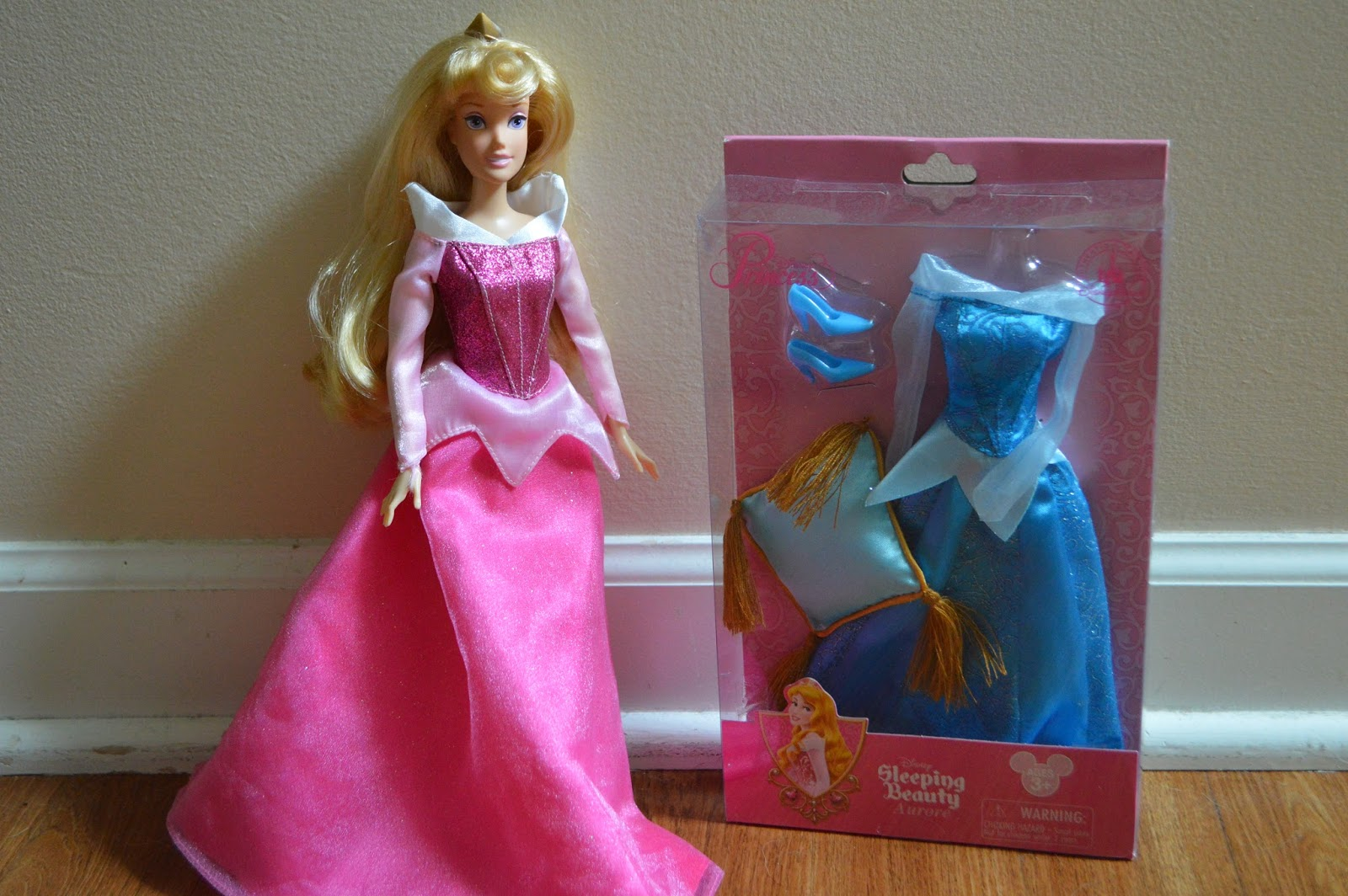 Petite Review: Sleeping Beauty Disney Parks Fashion Pack