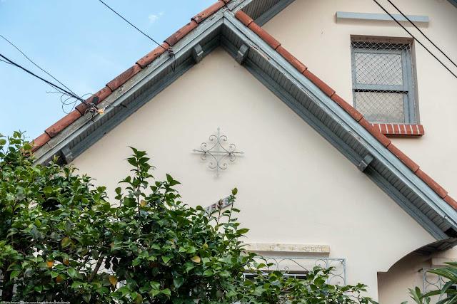Casa com ornamento de ferro na Rua José de Alencar - detalhe