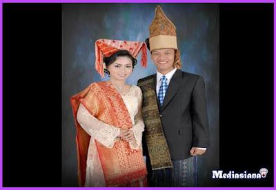 Pakaian Adat Suku Batak Simalungun