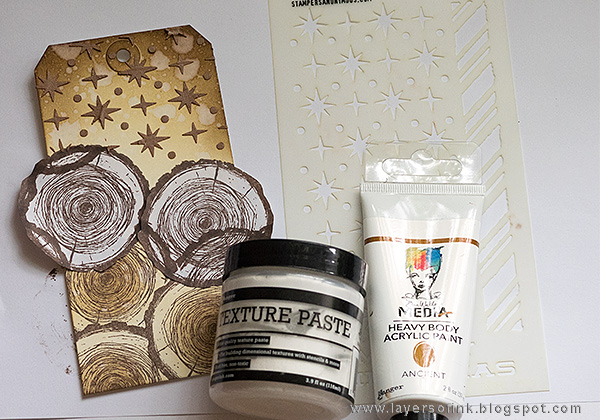 Layers of ink - Snowman Shimmery Tag Tutorial by Anna-Karin with Tim Holtz Simon Says Stamp STAMPtember set