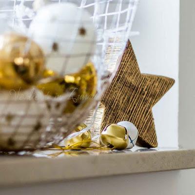 Deko an Weihnachten. Golden Christmas. Metallglöckchen von House Doctor