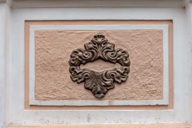 Detalhe de uma casa antiga na Rua Paula Gomes