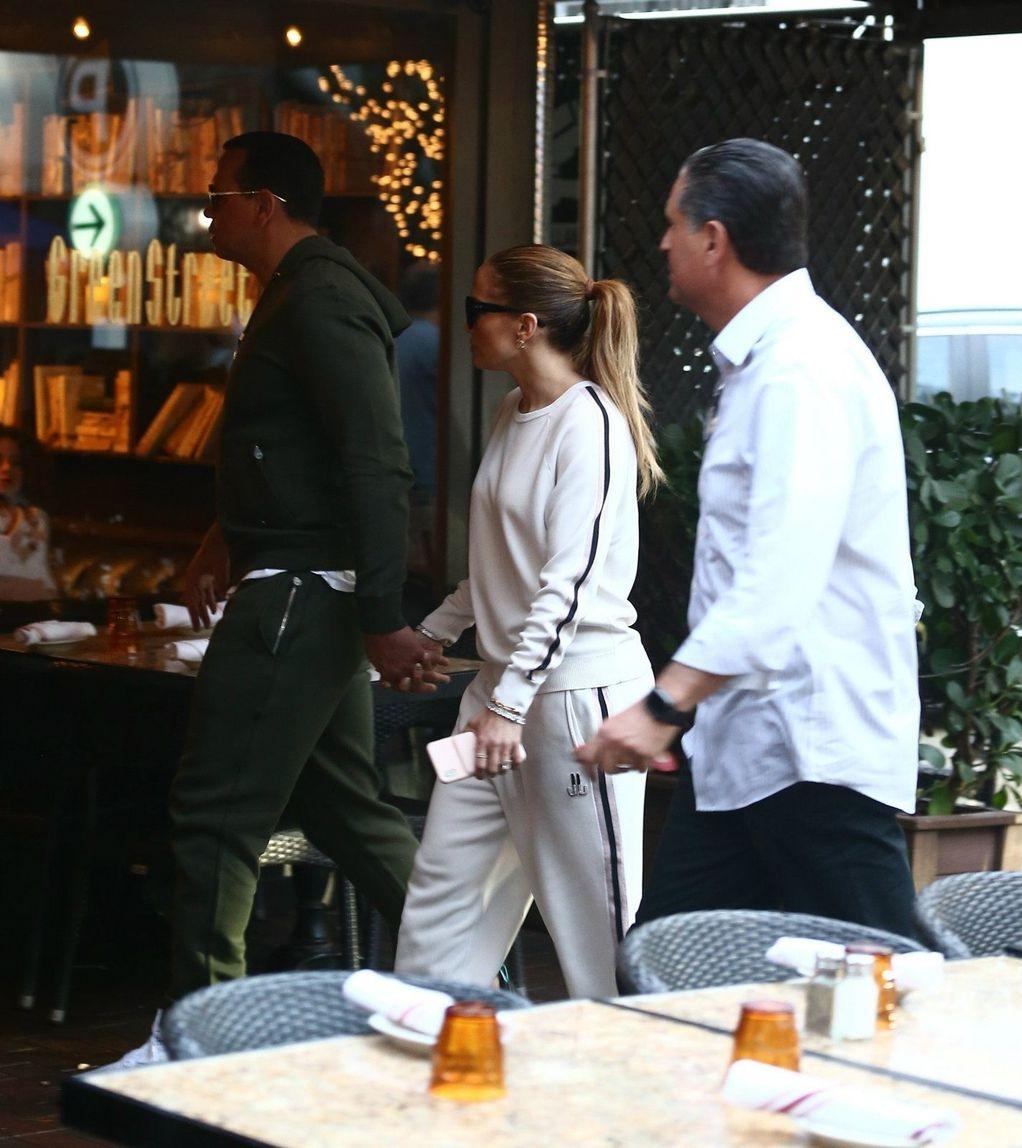Jennifer_Lopez-latino_diva-muzika-moda-trenerka-odjeća