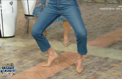 Samanta Togni balla con i jeans i fatti vostri 20 maggio