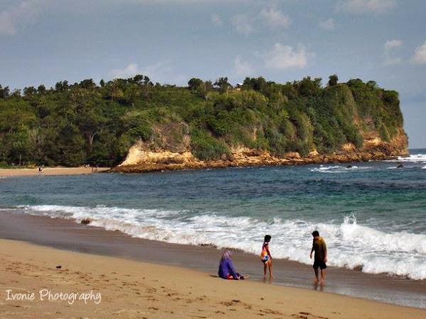 Mengobati Rindu di Pantai Tambakrejo