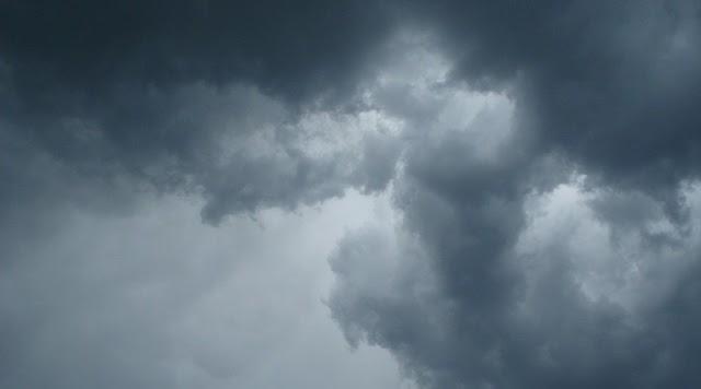 Λίγες τοπικές ασθενείς βροχές την Παρασκευή – Καλοκαιριά έως το μεσημέρι της Κυριακής – Βροχές και καταιγίδες στη συνέχεια