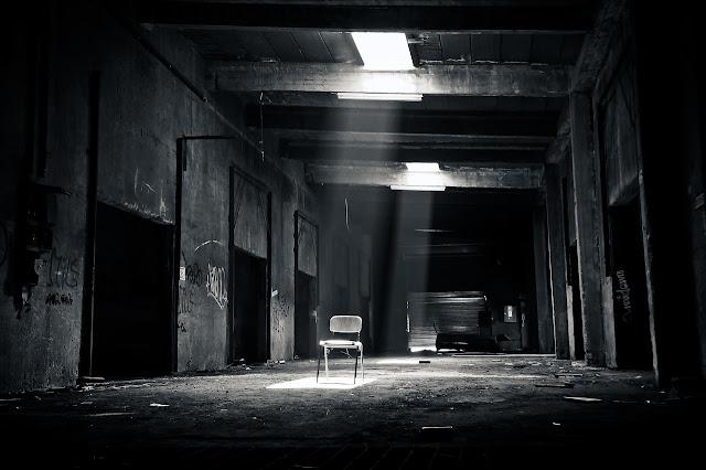 recenzja, teatr bez wychodzenia z domu, teatr online, Macbeth, Grzegorz Jarzyna, pandemia, plener, filmowa narracja, dramat z krwi i kości, horror, psychodela