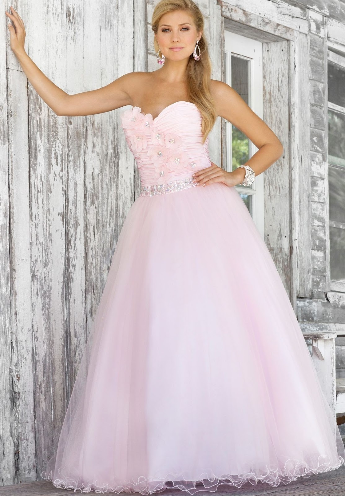 WhiteAzalea Ball Gowns: Fall in Love with Delicate Ball Gowns