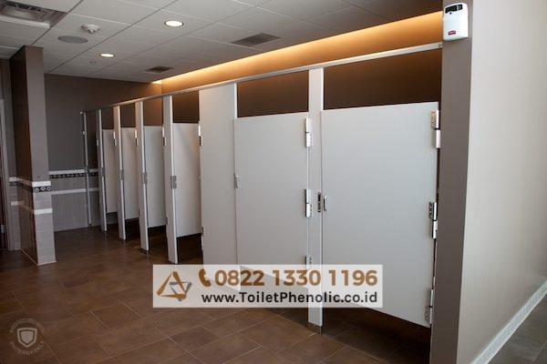 Toilet Cubicle Depok (Partisi Kamar Mandi Phenolic) Murah