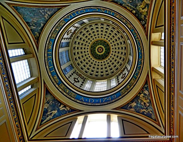 Cúpula sobre a escadaria da Prefeitura de Liverpool (Town Hall)