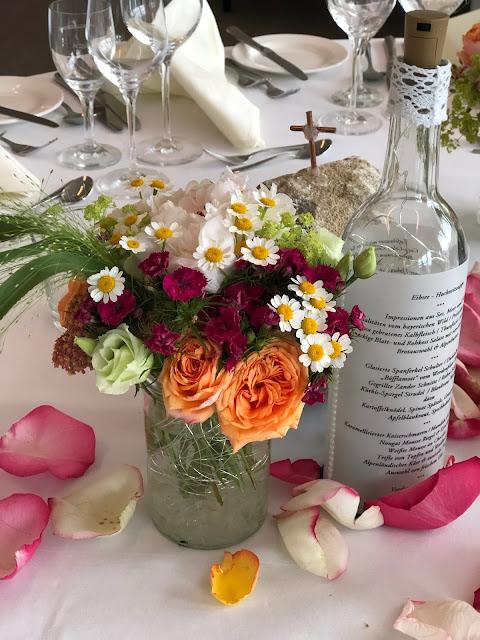 Tischdeko Hochzeit am See, Berghochzeit, mountain wedding, destination wedding Germany, heiraten in Bayern, Eibsee, Grainau, Zugspitze, Hochzeitsplanerin Uschi Glas, wedding in Bavaria, Sommerhochzeit 2019