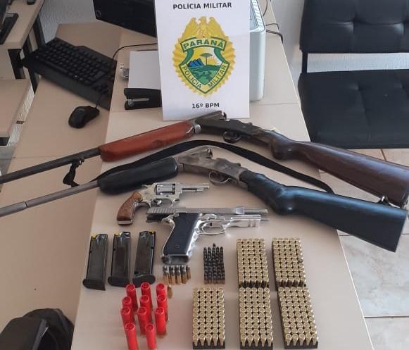 MANOEL RIBAS: POLÍCIA PRENDE HOMEM COM ARMAS E GRANDE QUANTIDADE DE MUNIÇÕES