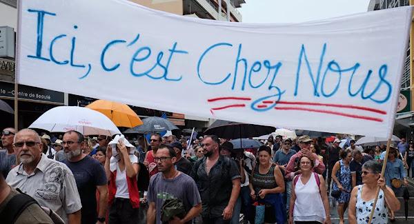 Face aux incertitudes de l'indépendance, la Nouvelle-Calédonie angoissée redécouvre son lien avec la France