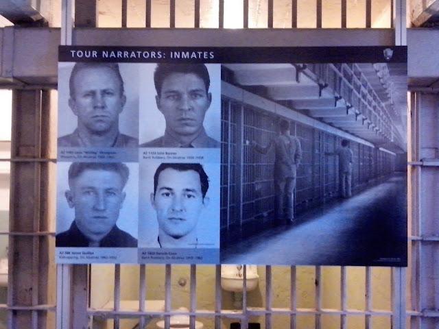 placa com foto de 5 detentos