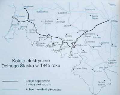 Zelektryfikowane linie kolejowe na Dolnym Śląsku w 1945. Tuż po wojnie cała infrastruktura została zdemontowana i wywieziona do ZSRR (część trakcji na linii do Szklarskiej Poręby przeniesiono do węzła warszawskiego