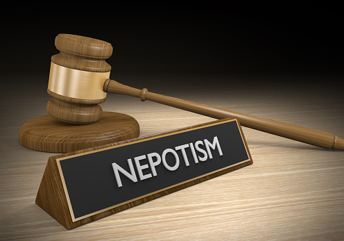 nepotism meaning in hindi