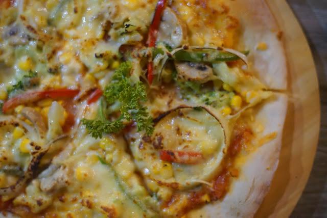 Vegetarian tetap bisa menikmati Terapizza di Transera Hotel