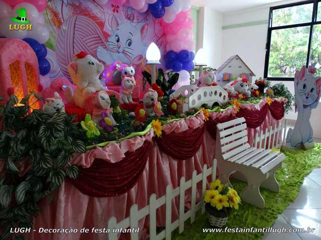 Mesa decorativa Gata Marie para festa de aniversário infantil