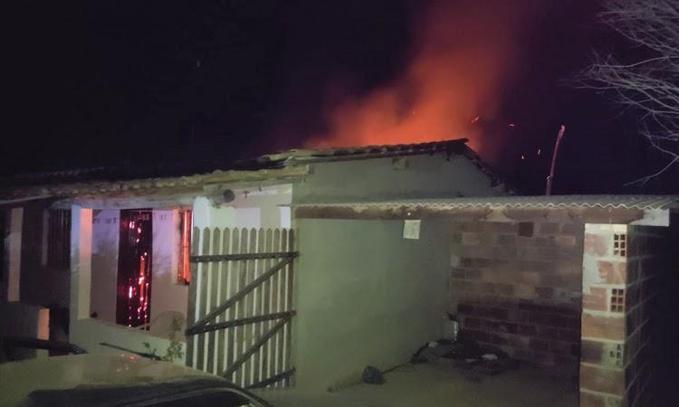 Homem que ateou fogo em casa para matar mulher é preso no Sudoeste da Bahia