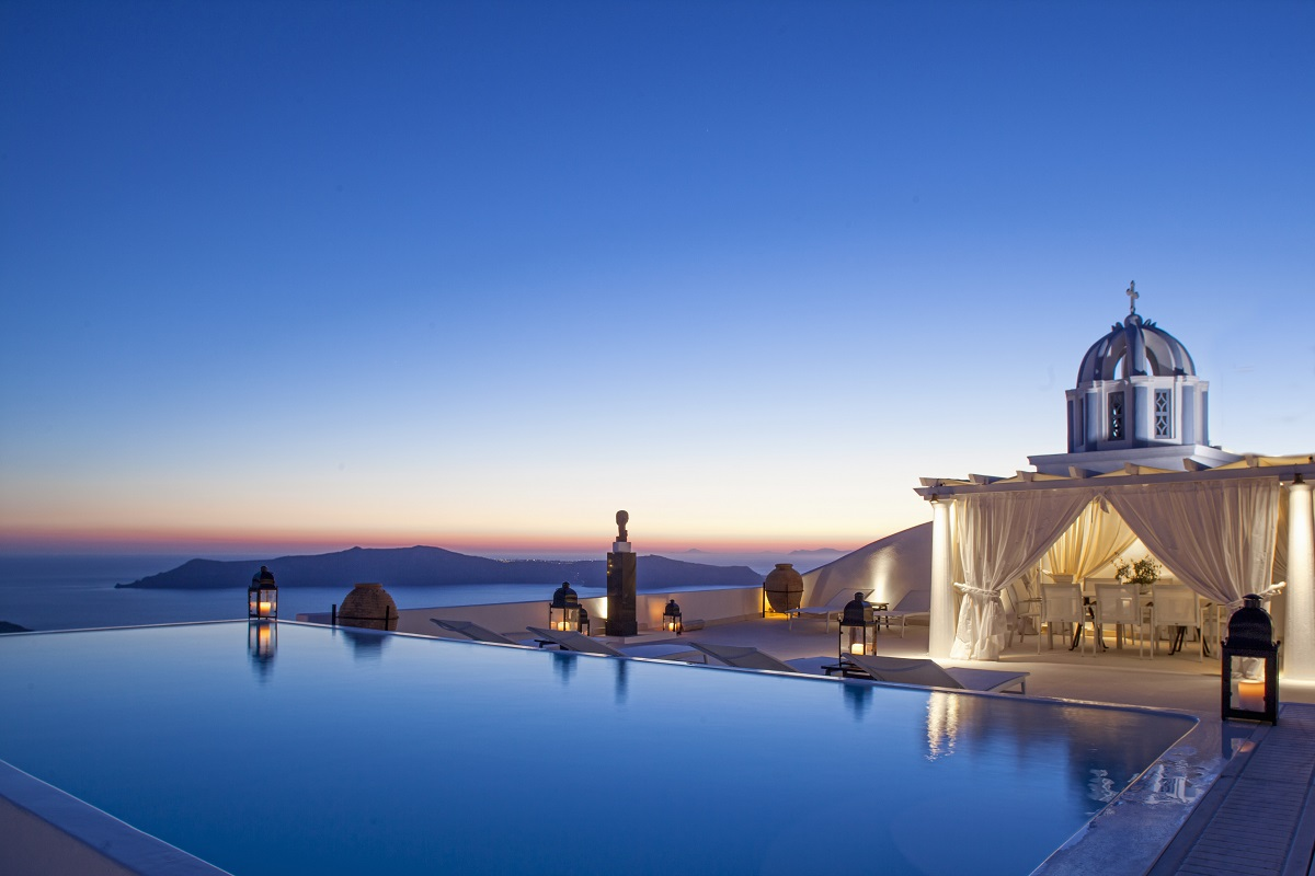 Passion for luxury top 10 santorini hotels with infinity for Exclusive accommodation