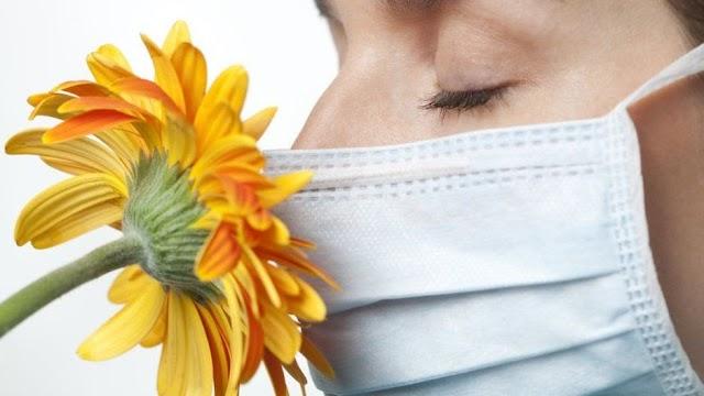 Qué evidencia hay de que la pérdida del sentido del gusto y el olfato sea uno de los síntomas de covid-19 ?