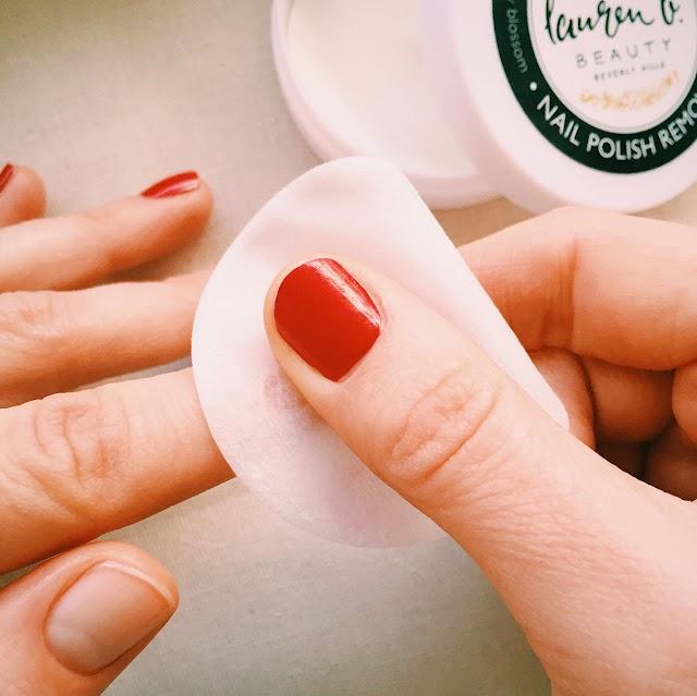 Asetonsuz Oje Nasıl Çıkar ? | Asetonsuz Oje Çıkarmanın 6 Yolu >>>