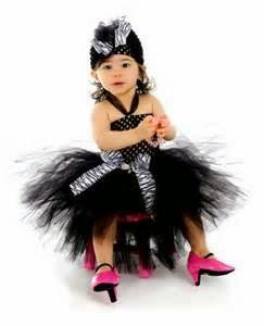 gambar bayi memakai gaun