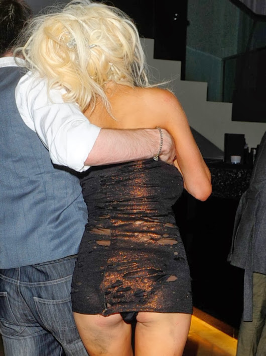 Drunk Courtney Stodden Struggles To Stand up And Stay In Her Dress - Celebator