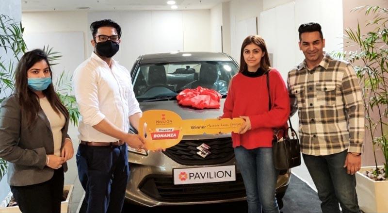Management of Pavilion Mall presenting Suzuki Baleno car key to Shopping Bonanza winner Mrs. Manisha Komal
