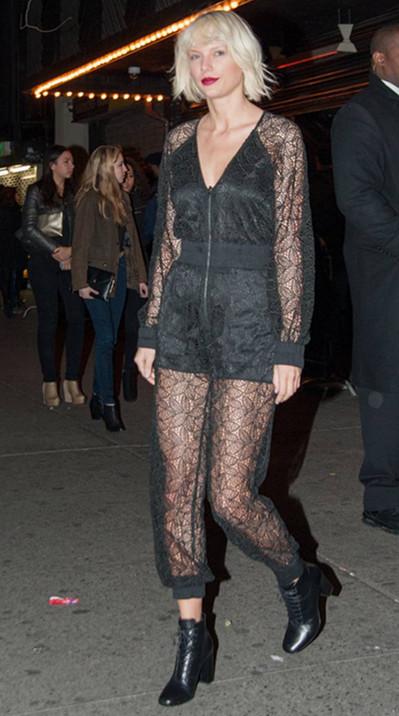 Taylor Swift : Elle joue la femme fatale en combinaison transparente