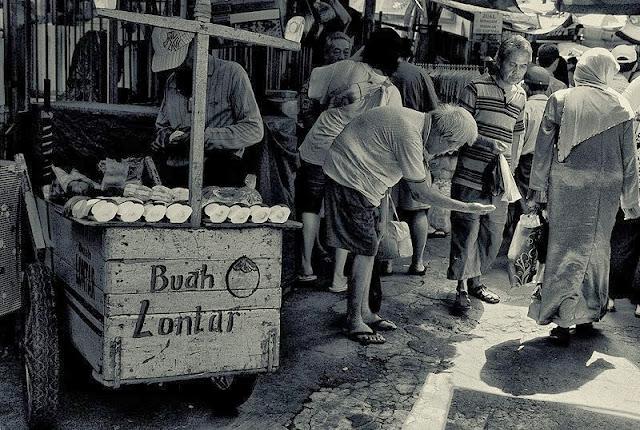 Pengemis Jakarta by Charlie Hartono