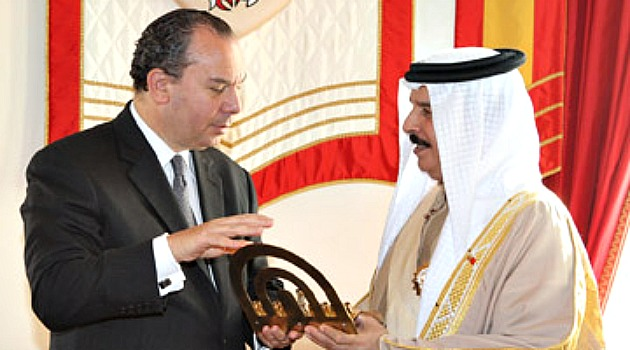 2ff176bdc الحاخام مارك شناير يطمئن ملك البحرين على حكمه