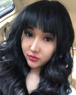 Lucinta Luna artis seksi dan manias