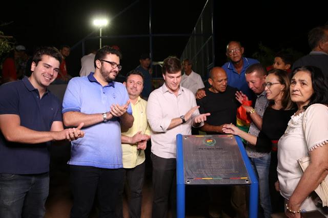 Miguel Coelho inaugura 18ª quadra esportiva em dois anos e meio