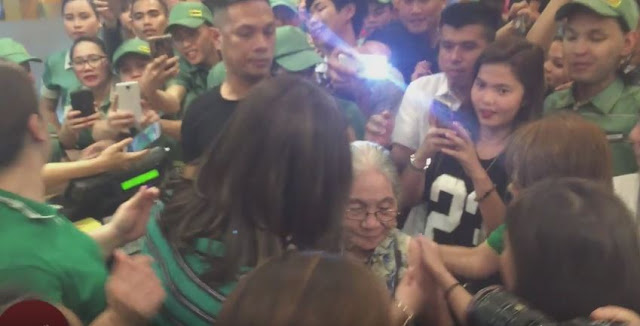 Angel Locsin Warmly Accommodated A Fan's Grandmother At The Mang Inasal Event