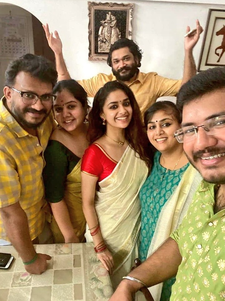 Keerthy Suresh in Saree with Lovely Smile with Lovely Family 1