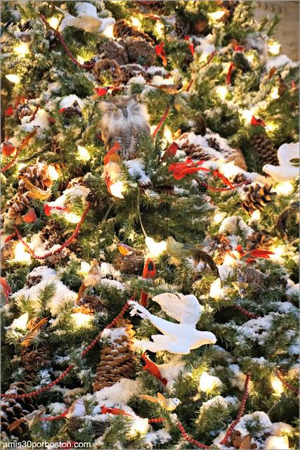 Aves en el Árbol de Navidad de la Biblioteca Pública de Nueva York