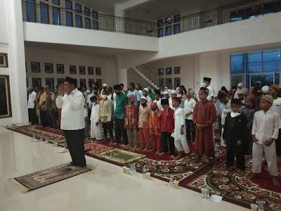 Wali Kota Buka Puasa Bersama Anak Yatim Piatu se-Kecamatan Dullah Selatan