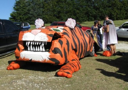 Ok friends it is almost time for our annual trunk or treat event. Need some ideas for how to decorate your trunk (or truck bed)? Here are some just for you ... & Praying and Seeking Wisdom: Trunk Or Treat Ideas