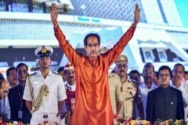 उद्धव ठाकरे सरकार ने साबित किया बहुमत, फडणवीस समेत भाजपा के 105 विधायकों का वॉकआउट