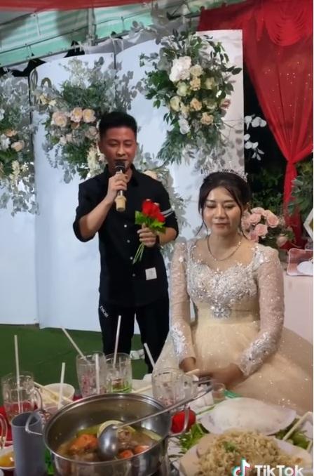 Đã bảo là đừng bao giờ mời người yêu cũ đến ăn cưới rồi mà :3