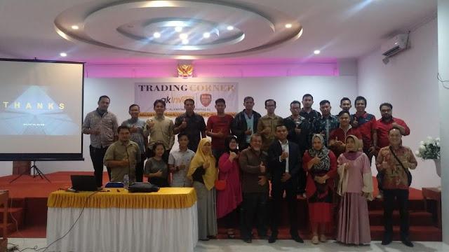 Rajatul Alam bersama peserta Seminar di Sanggau
