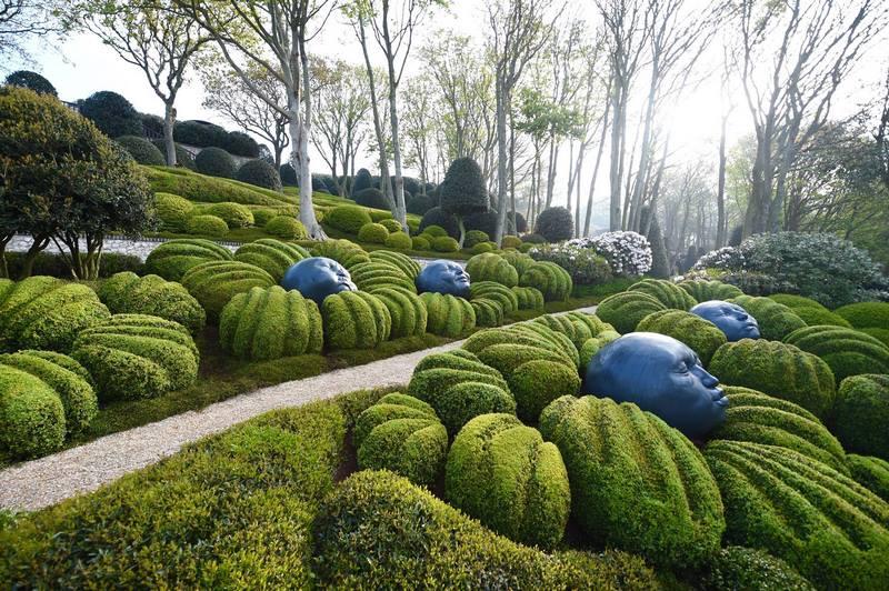 Esculturas vegetales y esculturas esféricas de Samuel Salcedo